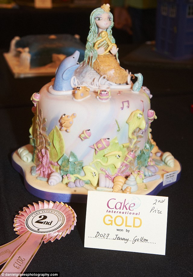 This beautiful ocean-themed cake is the work of Jenny Golten and won second place