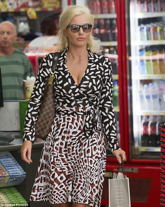 Previously: Helen stepped out earlier that day sporting a vaguely retro ensemble for a brief shopping trip