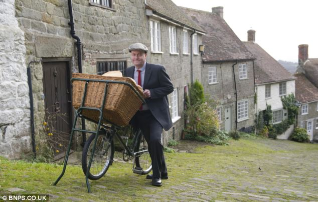 Carl Barlow has returned to the scene of the Hovis advert on Gold Hill in Shaftesbury, Dorset, after 40 years
