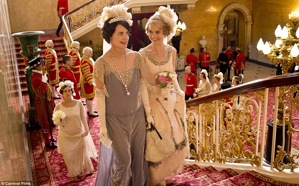 From the Abbey to the Palace: The Christmas Episode sees the family and servants travel up to London for the summer season. The Crawleys' impressive London residence, Grantham House, is seen for the first time
