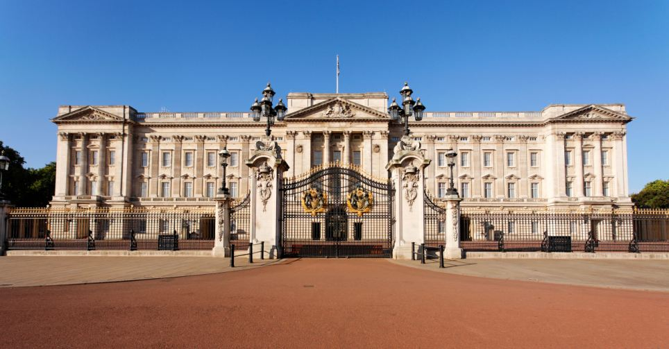 Set: Buckingham Palace is used in the Christmas Special of Downton Abbey