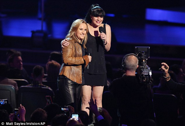 Total fan girl moment! NCIS star Pauley Perrette looked absolutely thrilled to announce alongside Melissa Etheridge, though she towered over the music legend