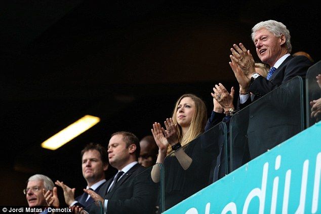 Appreciation: Bill Clinton applauds during the service alongside (l to r) former prime minister John Major, deputy prime minister Nick Clegg and his daughter Chelsea