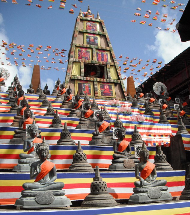 King's picture of the Gangaramaya Viharaya Temple in Sri Lanka