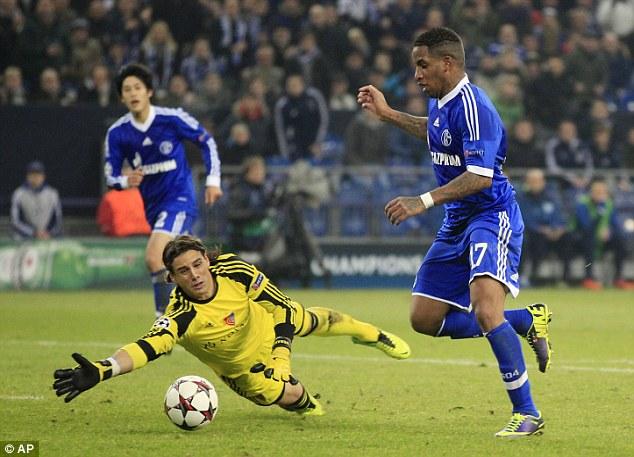 Schalke's Jefferson Farfan (right), and Basel goalkeeper Yann Sommer (left) go for the ball