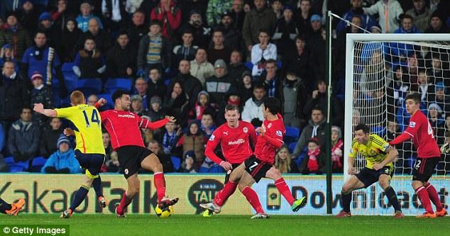Super sub: Sunderland's Jack Colback (left) scores his side's equaliser deep into second half injury time