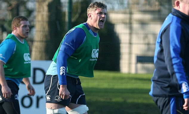 Stalled: Ireland and Lions No8 Jamie Heaslip (centre) is yet to agree a new central contract with Leinster