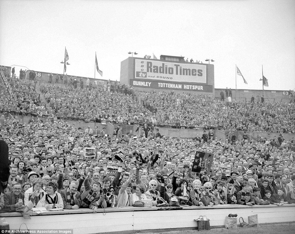 Burnley fans look forward to kick off at the 1962 FA Cup final