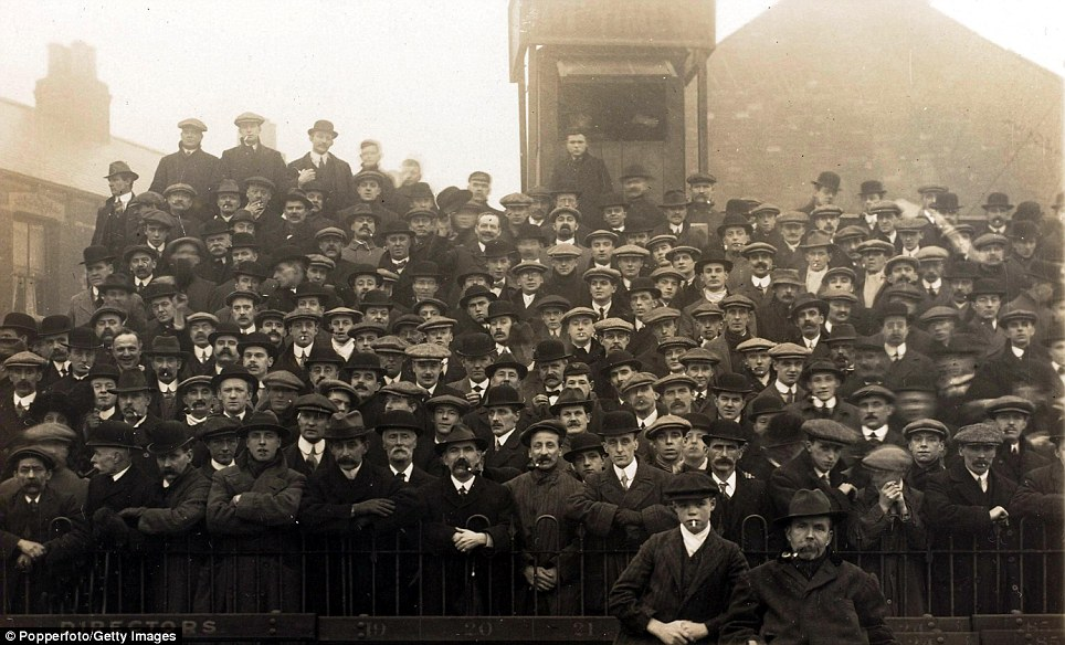 Sport/Football, Hull City 8 v Huddersfield 2, 18th January 1913, Part of the crowd on the terraces, many showing the fashion of that era by wearing hats and caps  (Photo by Bob Thomas/Popperfoto/Getty Images)
