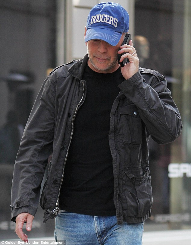 Is that Emma on the phone? Perhaps his pregnant wife was checking up on the actor's whereabouts