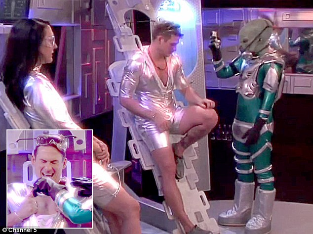 That's a new look: Lee receives a visit from an alien during the challenge