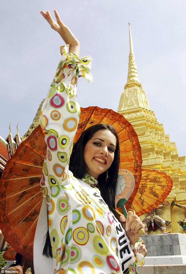 During the 2005 Miss Universe contest Spear visited the Temple of the Emerald Buddha in Bangkok