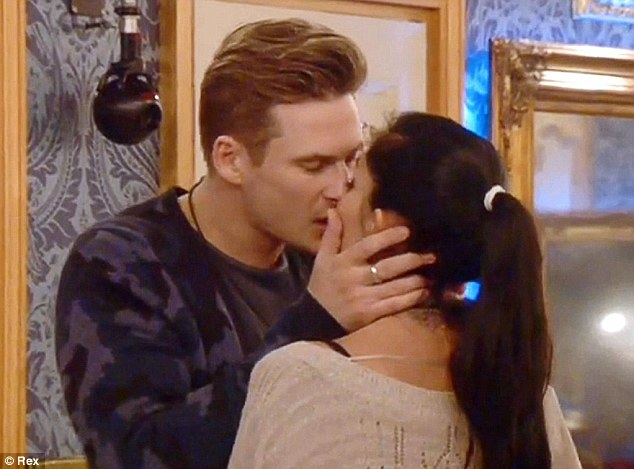 Ooh err: While Casey was crying, Lee and Jasmine puckered up again