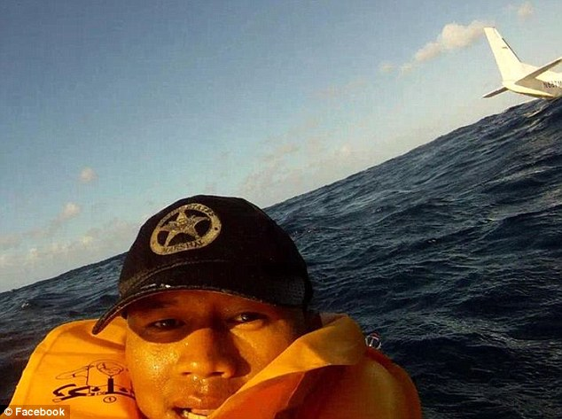 Post-crash selfie: The new footage who took a picture of himself in the water after the crash