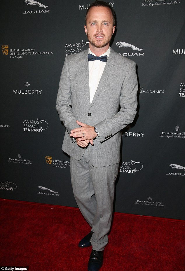 Hey Jessie: Aaron Paul showed up in a grey suit and bow tie on Saturday night