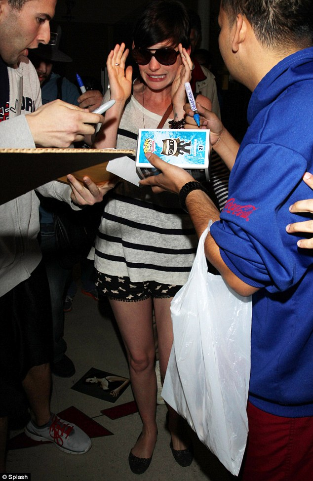 This is not good! Anne Hathaway looked terrified as she was mobbed by fans at LAX airport on Tuesday