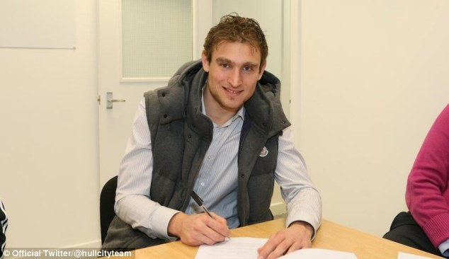 Putting pen to paper: Jelavic commits his future to Hull
