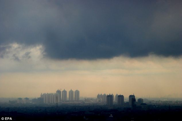 Thick dark clouds hang over Jakarta: 23% of Americans do not believe global warming is happening, it has been revealed