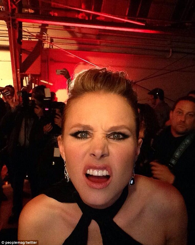 Here comes another one: Jessica was not the only celebrity to pull a funny face to the camera, as Kristen Bell did it too