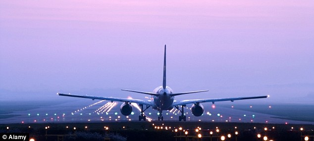 Cheap flights: We guide through the top tips on saving money on flights