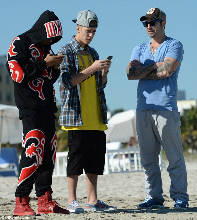 Like father like son: Justin had even earlier been spotted at the beach with his heavily tattooed father Jeremy