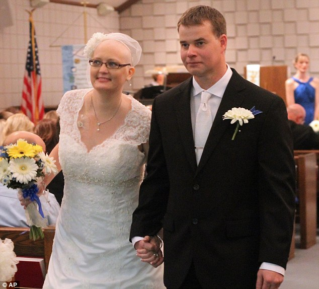 Cancer sufferer Jessica Nabity passed away Monday at her parents' home outside Diller, Nebraska. Only days earlier she had married her fiance Paul in a hurriedly planned wedding