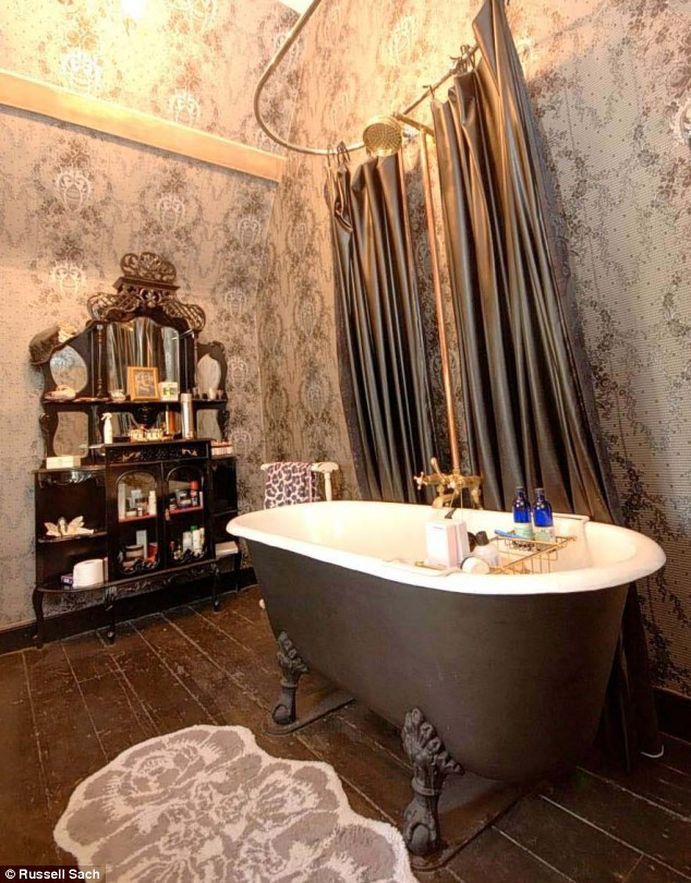 Pearl lowe leaves primrose hill for somerset daily mail for Baroque style bathroom
