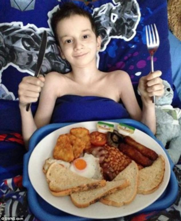 One of the things on Reece's bucket list was to have breakfast from Wetherspoon. He isn't able to go himself so his local Wetherspoon brought breakfast to him in bed