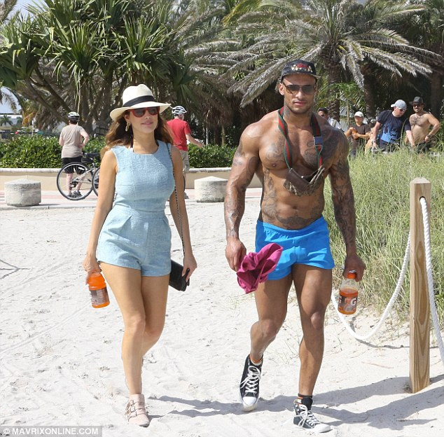 Healthy pair: The couple finished their South Beach stroll by picking up some vitamin-packed juice
