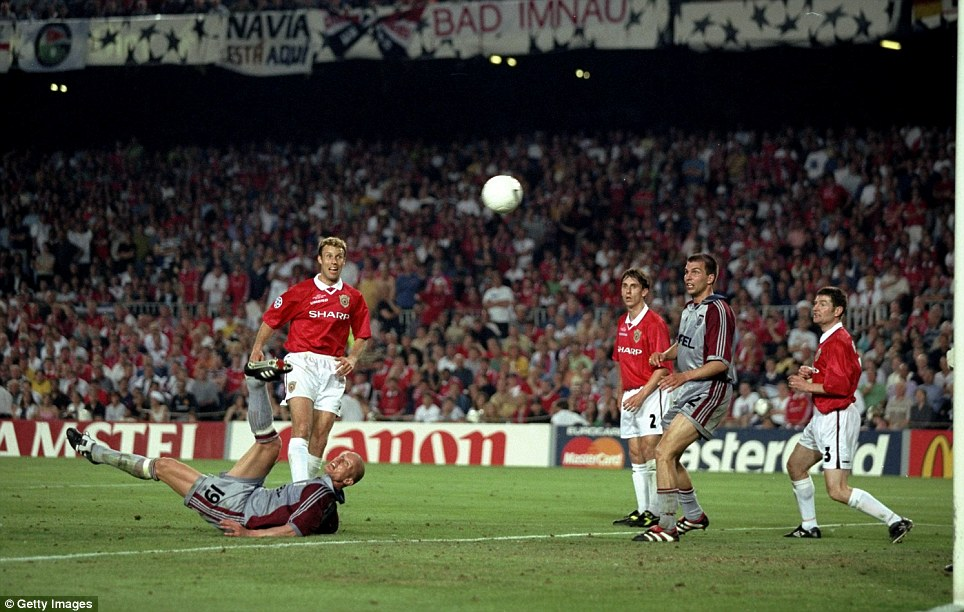 Carsten Jancker of Bayern Munich hits the Manchester United crossbar with an overhead kick during the 1999 European Cup final