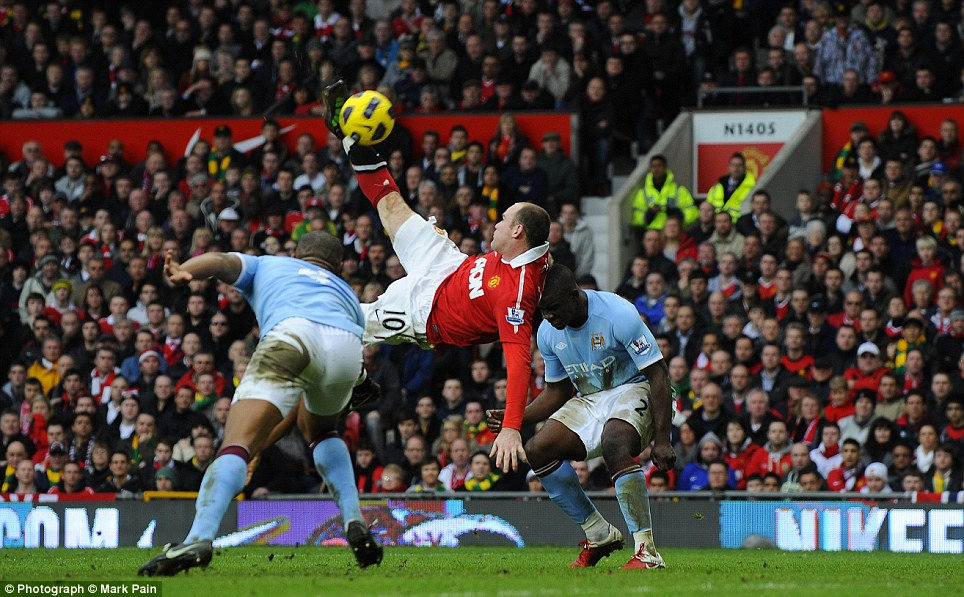 Wayne Rooney scores with an overhead kick to see off Manchester City