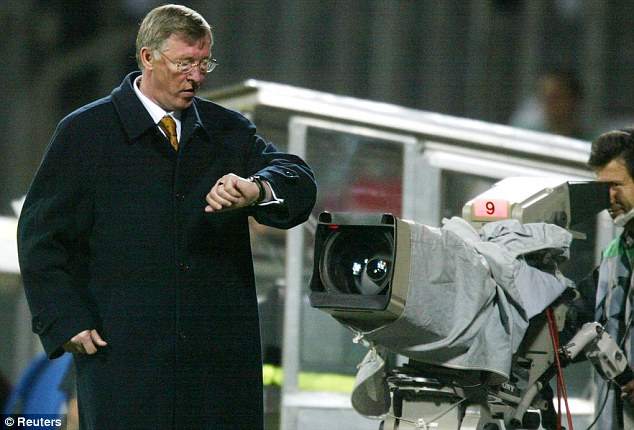 Watch and learn: Sir Alex Ferguson doing this used to spook opponents and hand United an advantage