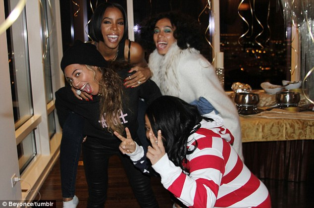 Peace, love and happiness: Beyonce and Kelly showed their silly and fun side