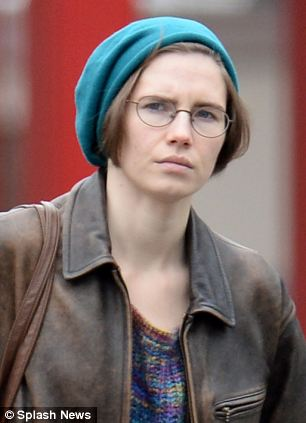 Amanda Knox is a brilliant actress and a secret 'Ice Maiden' who has reinvented herself as a warm compassionate human being, according to a prison guard who watched over her in jail