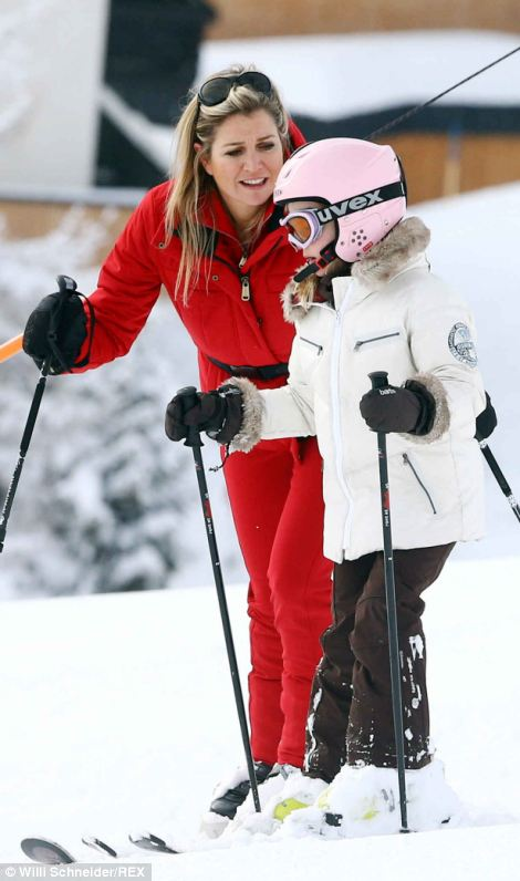 With a little help from her mother, Maxima, she was back on her feet and feeling confident. Little Ariane has been skiing with her family all her life