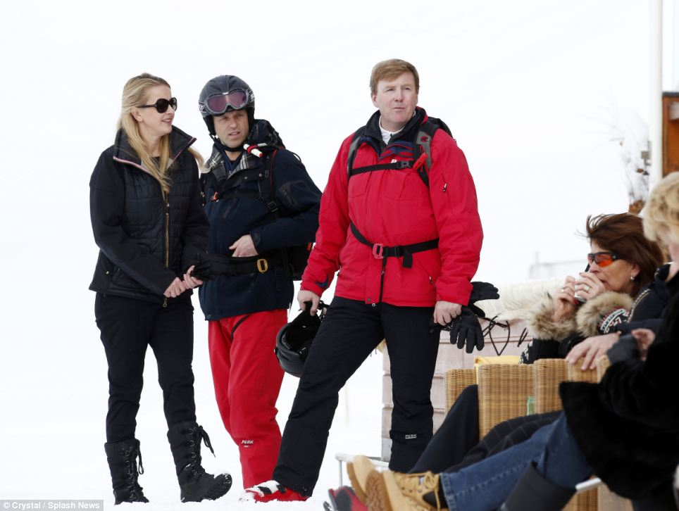 King Willem-Alexander and Princess Mabel take a break from skiing with others for a drink after an entire morning of exercise