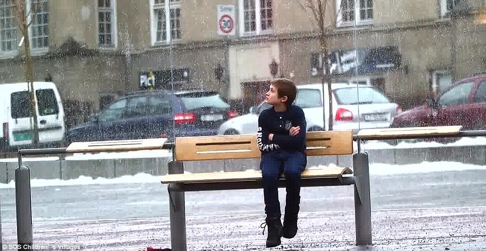 This 11 year old boy was filmed as he sat shivering without a coat at a bus stop in Oslo, Norway. The actions of people who saw his discomfort will bring a smile to even the most jaded souls