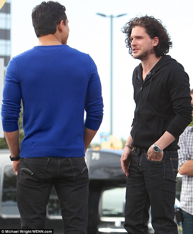 Game Of Thrones hunk Kit Harington goes casual in black hoody as he chats with Extra host Mario Lopez to promote Pompeii