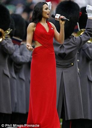 Laura Wright sings the anthem at Twickenham on Saturday