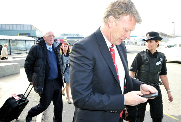 Phone a friend: Moyes could do with some help right now as United's slump continues