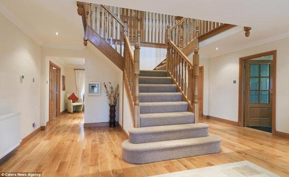 The house boasts a giant foyer and stairs that lead in both directions, as well as many passageways that lead to different rooms around the house. The house is very open plan, a very modern style, that allows warmth from heating to be spread around the house, cutting heating costs