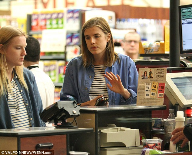 Double take! Agyness Deyn showed off her longer locks when she picked up some groceries with a friend at Gelson's Supemarket in Hollywood
