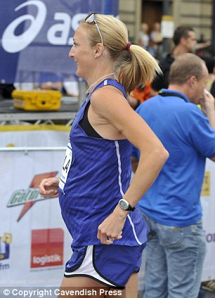 A pregnant Paula Radcliffe shows off her baby bump while competing in a 10km run in Leeds in 2010