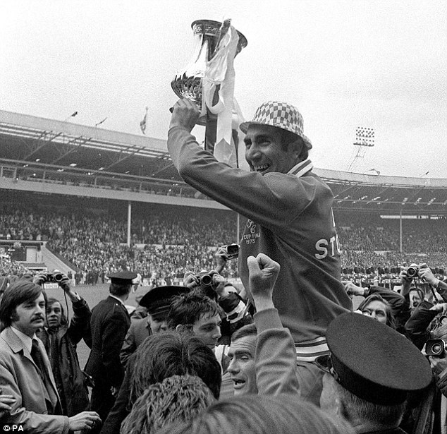 Shock win: Bob Stokoe lead Second Division Sunderland to FA Cup victory against much fancied Leeds in 1973