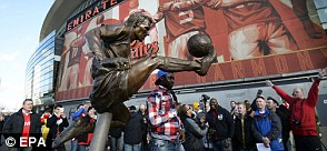 Dennis Bergkamp statue