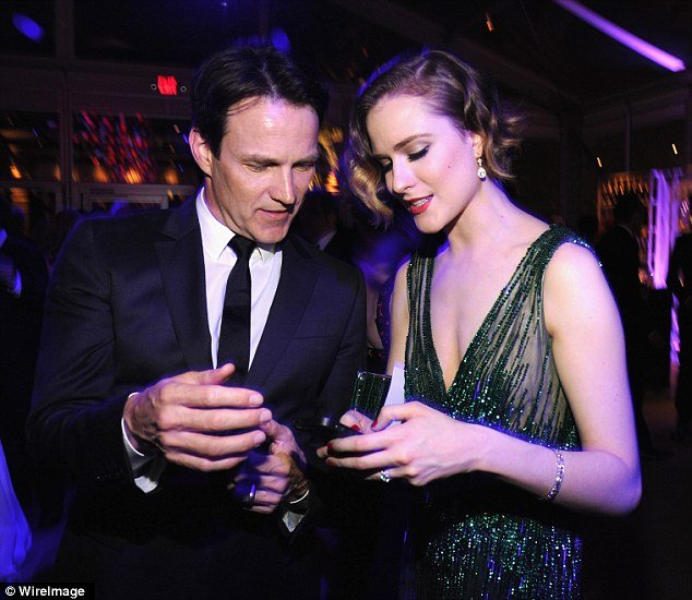 How do you change the filter? Evan and her former True Blood co-star Stephen Moyer check out her phone
