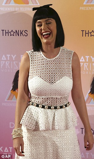 What's so funny? Something had Katy cracking up on the red carpet