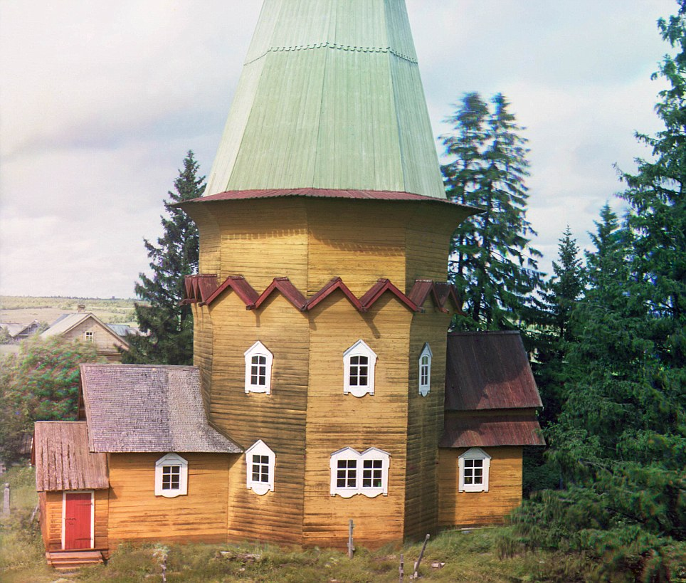 After leaving Russia in 1918, Prokudin-Gorsky moved to Germany, where he remarried and had a daughter, Elka. He then moved to Paris and was reunited with his first wife and three adult children, with whom he started a photography studio