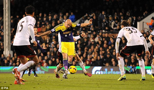 Close: Jonjo Shelvey is expected to be back in full training later this week