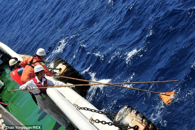 Chinese rescue teams salvage possible floating objects from the waters as they hunt for traces of MH370